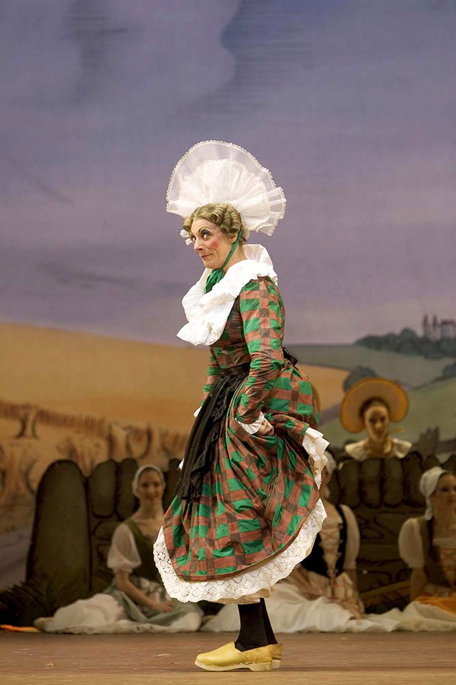 Will Tuckett as Widow Simone in La Fille mal gardée.© Bill Cooper, courtesy the Royal Opera House. (Click image for larger version)
