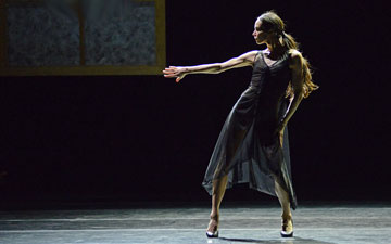 Diana Vishneva in Carolyn Carlson's Woman in a Room.© Dave Morgan. (Click image for larger version)