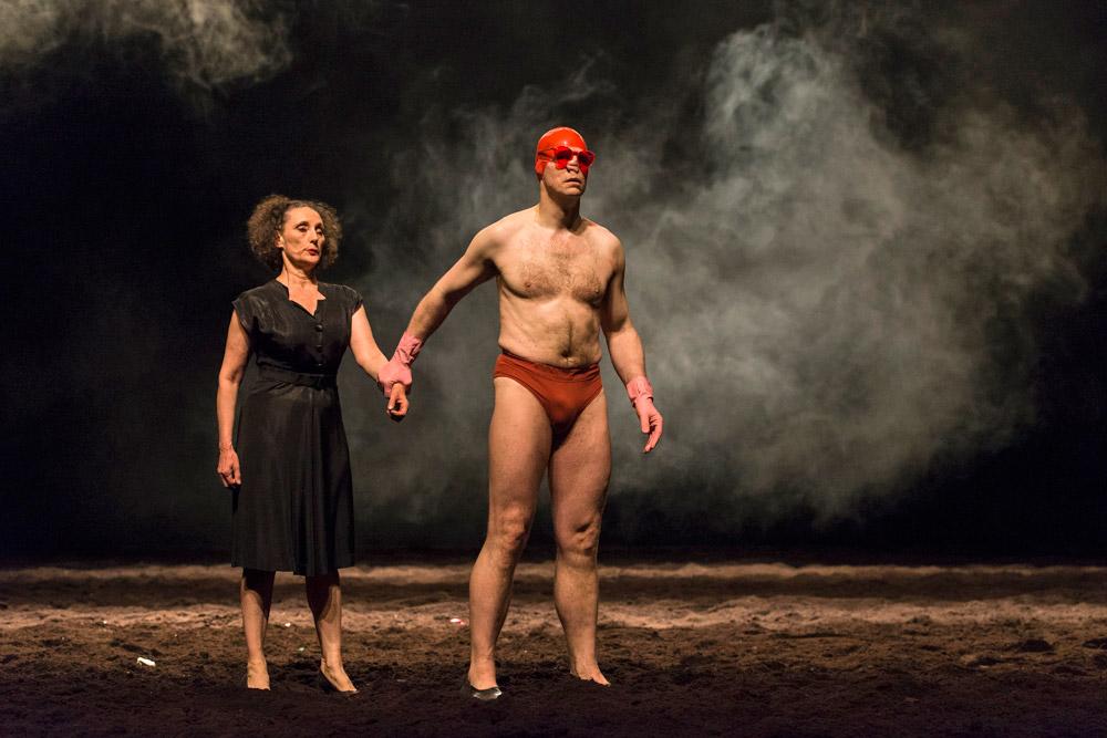 Tanztheater Wuppertal Pina Bausch in Auf dem Gebirge hat man ein Geschrei gehört.© Foteini Christofilopoulou. (Click image for larger version)