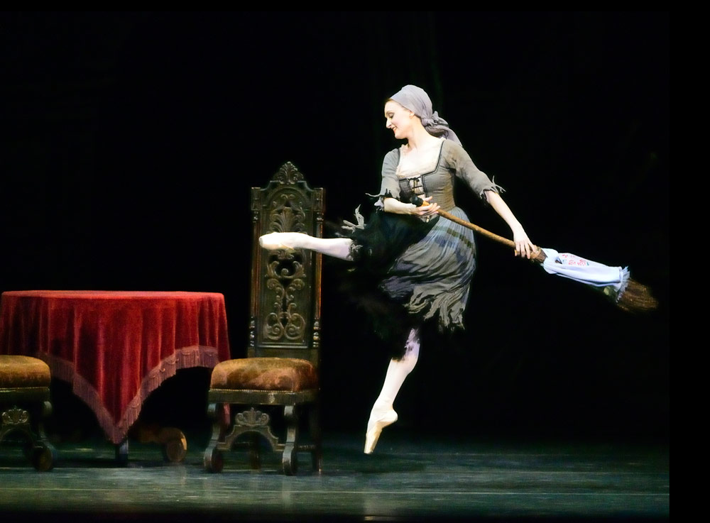 Gillian Murphy in <I>Cinderella</I>.<br />© Gene Schiavone. (Click image for larger version)