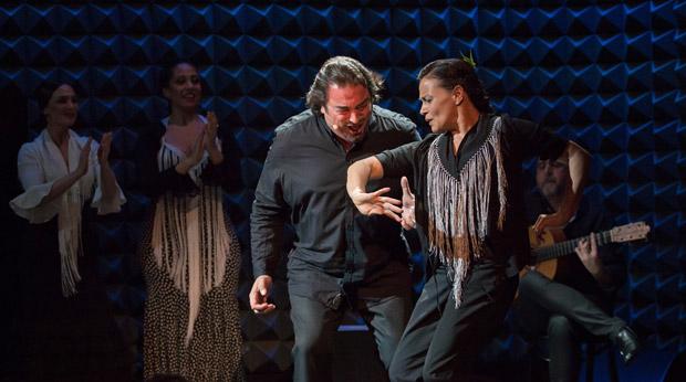 Emilio Florido and Soledad Barrio in <I>Cambio de Tercio</I>.<br />© Kevin Yatarola. (Click image for larger version)