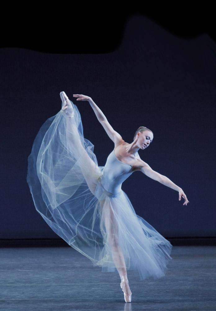 Teresa Reichlen in George Balanchine's <I>Serenade</I>.<br />© Paul Kolnik. (Click image for larger version)
