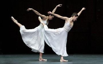 Stella Abrera and Christine Shevchenko in Ratmansky's Seven Sonatas.© Rosalie O'Connor/Courtesy American Ballet Theatre.