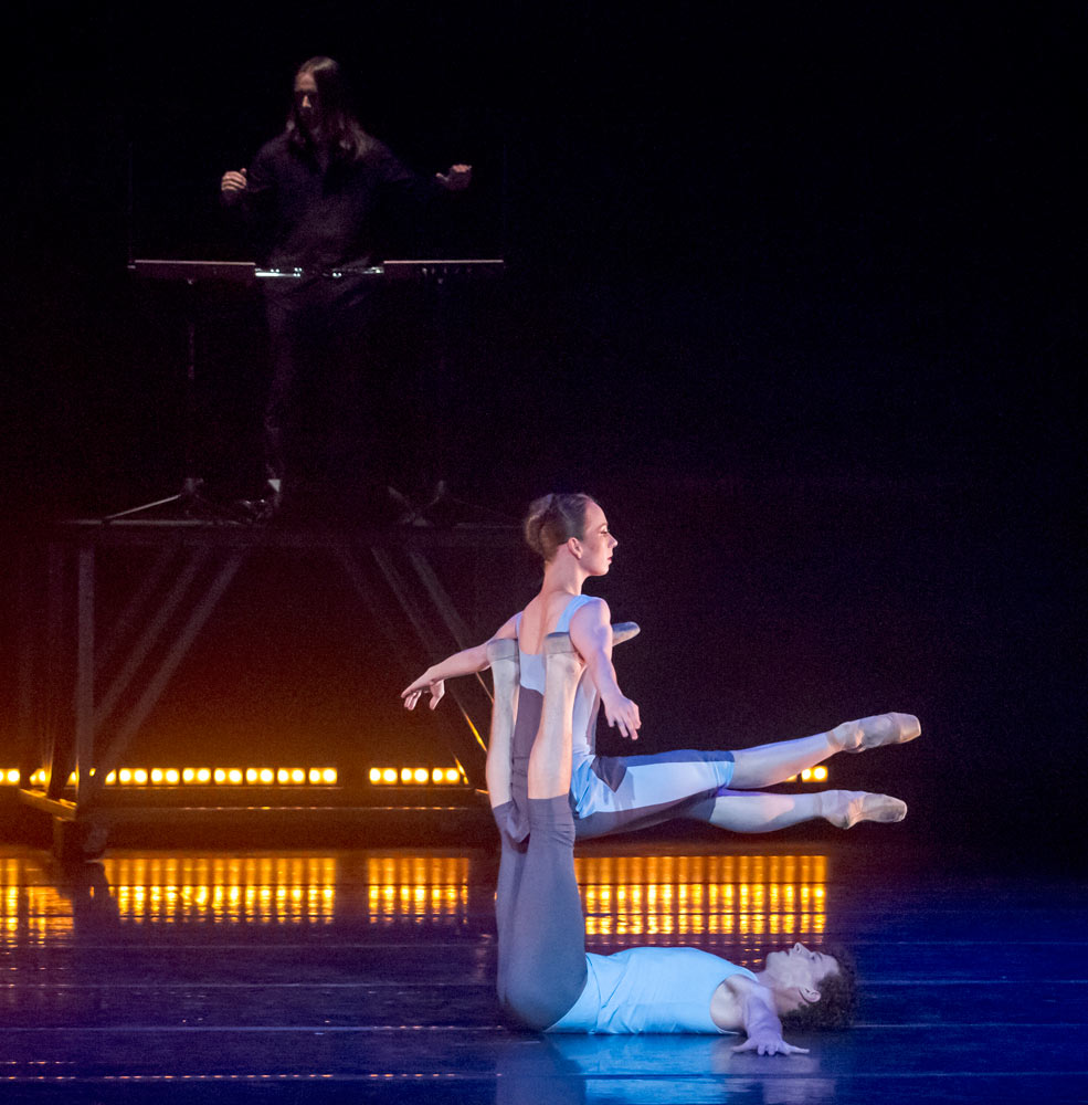 Annali Rose and Kendall Teague in Jessica Lang's <I>Eighty One</I>.<br />© Robert Shomler. (Click image for larger version)