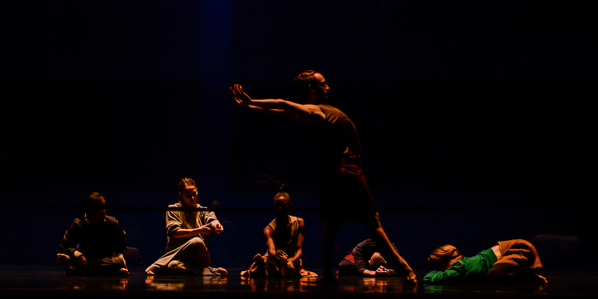 Stage Rehearsal. Rambert dancers.© Stephen Wright. (Click image for larger version)