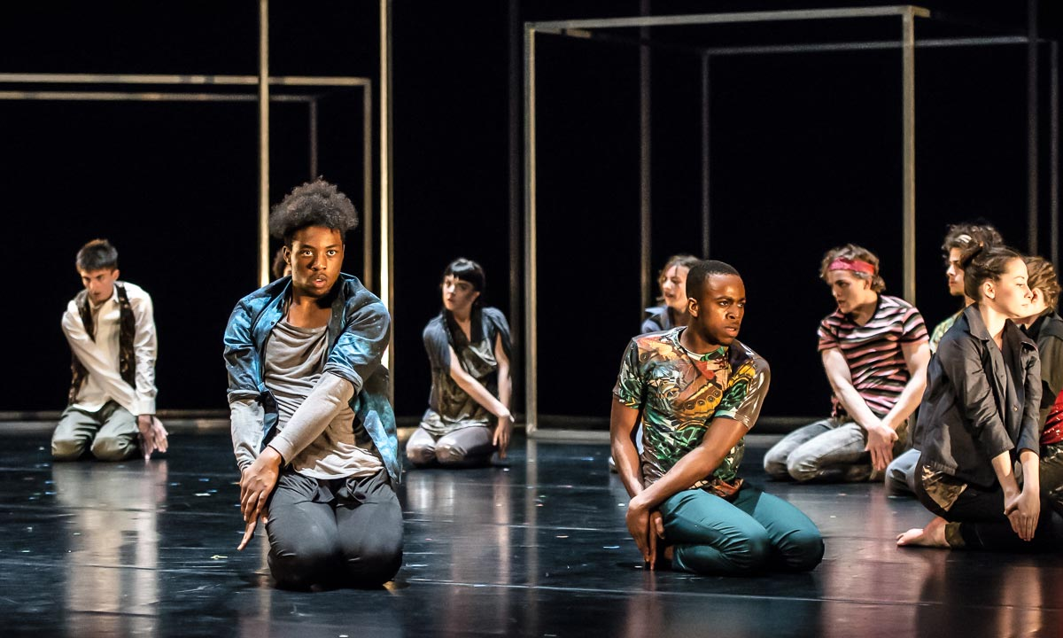 Al'manni Alli, Tyrell Foreshaw and National Youth Dance Company in Sidi Larbi Cherkaoui's Frame[d].© Stephen Wright. (Click image for larger version)