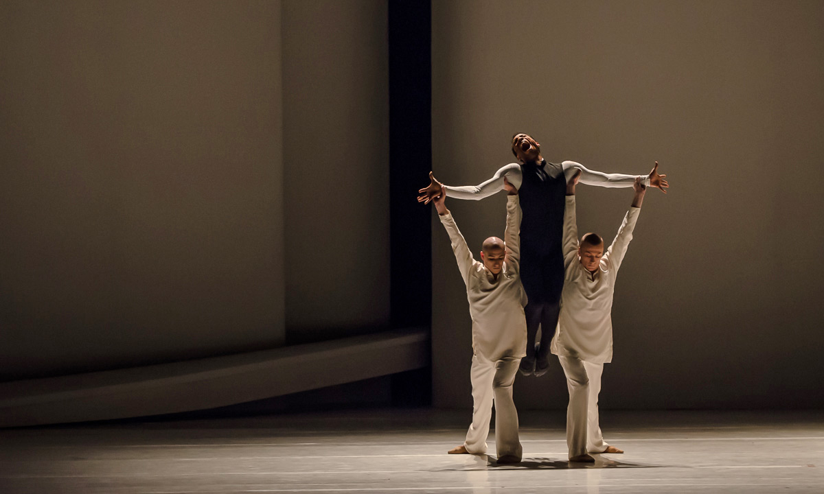 Alexis Oliveira, Julien Guérin and Daniele Delvecchio in <I>Romeo and Juliet</I>.<br />© Stephen Wright. (Click image for larger version)
