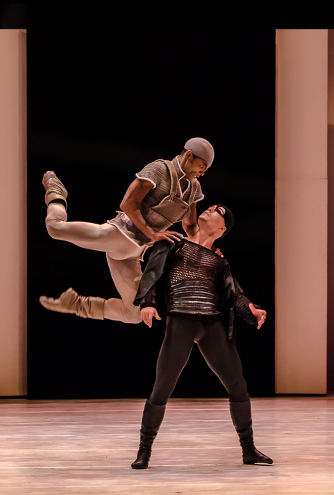 George Oliveira (Mercutio) and Alvaro Prieto (Tybalt) in <I>Romeo and Juliet</I>.<br />© Stephen Wright. (Click image for larger version)