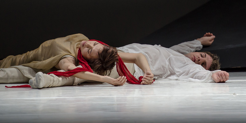 Noélani Pantastico and Lucien Postlewaite in Romeo and Juliet.© Stephen Wright. (Click image for larger version)