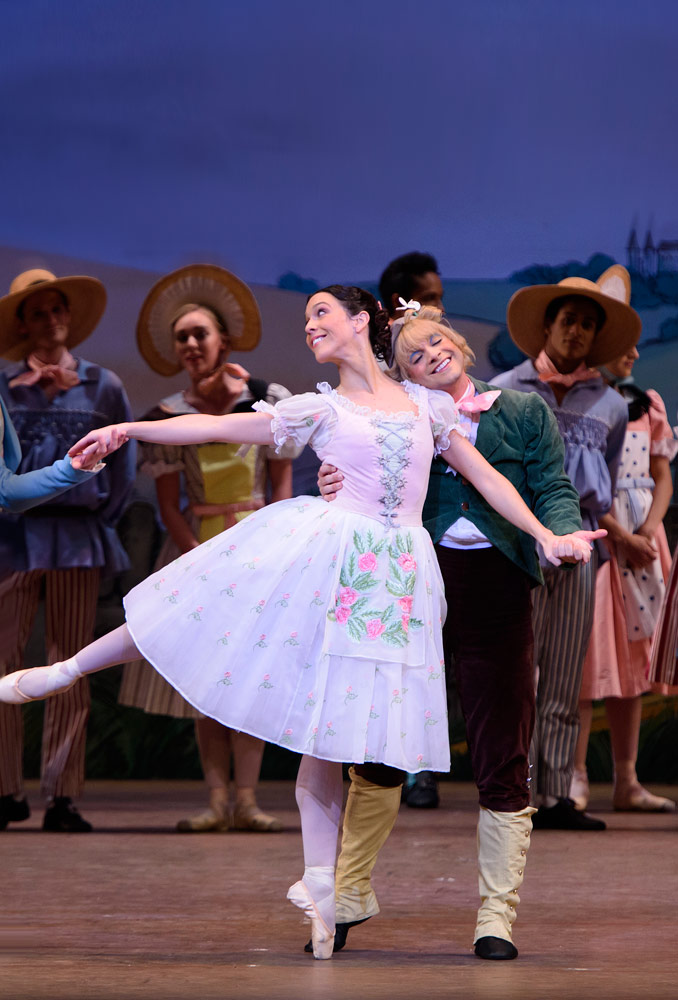Laura Morera and Paul Kay in La Fille mal gardée.© ROH, Tristram Kenton (Click image for larger version)