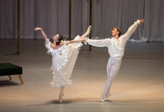 Bianca Fota and Dawid Trzensimiech in Ashton's <I>Marguerite and Armand</I>.<br />© Cristian Lazarescu. (Click image for larger version)