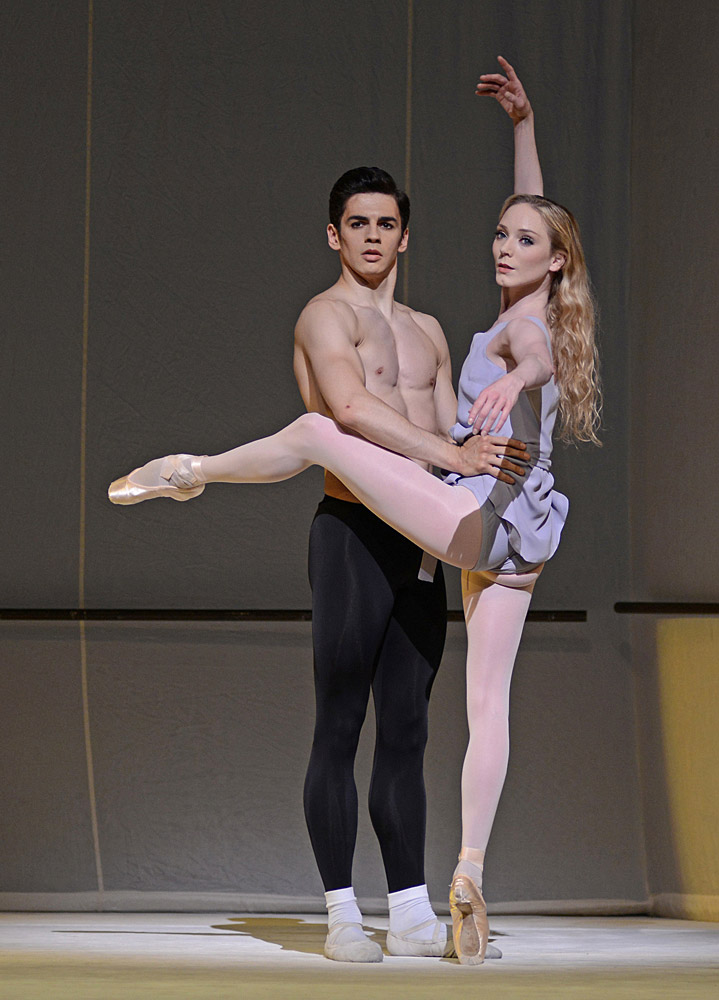 Federico Bonelli and Sarah Lamb in Jerome Robbins' Afternoon of a Faun.© Dave Morgan, courtesy the Royal Opera House. (Click image for larger version)