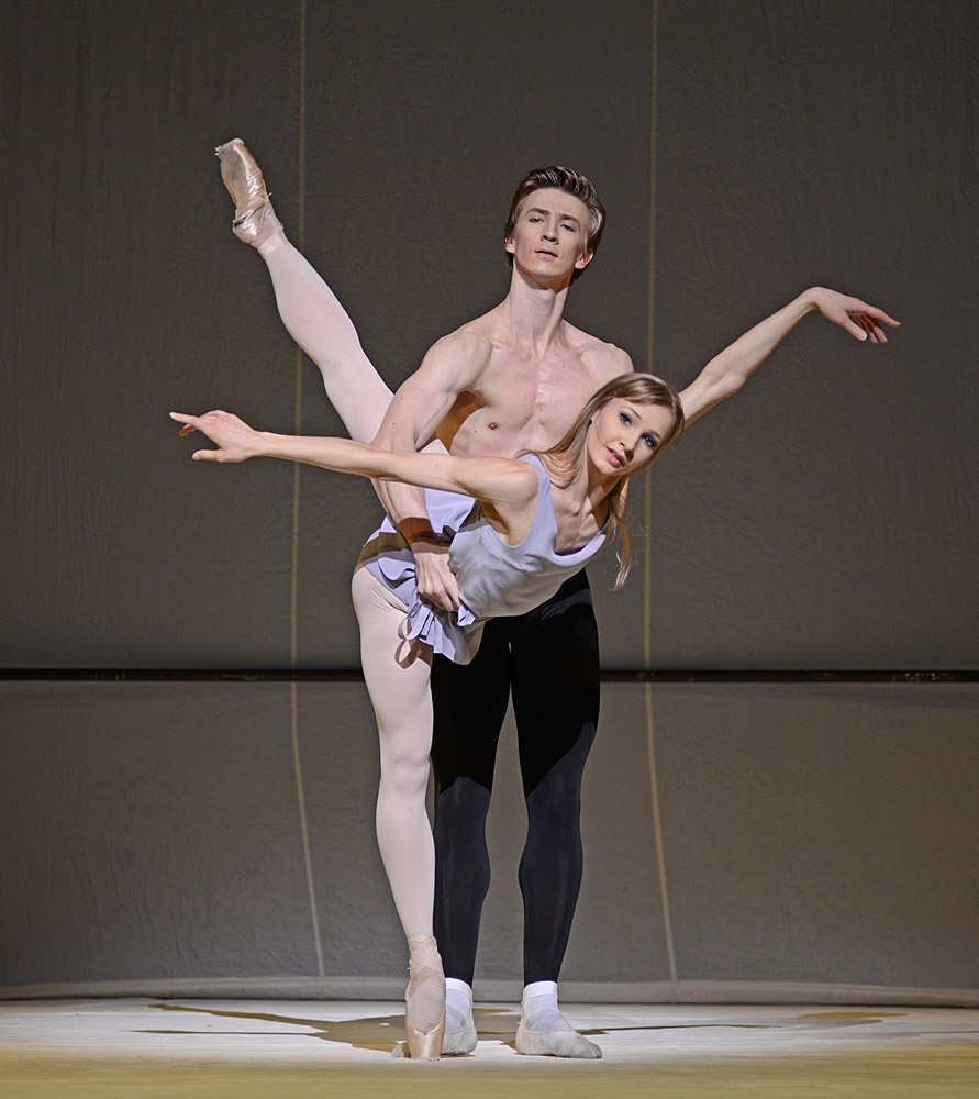 Melissa Hamilton and Vadim Muntagirov in Jerome Robbins' Afternoon of a Faun.© Dave Morgan, courtesy the Royal Opera House. (Click image for larger version)