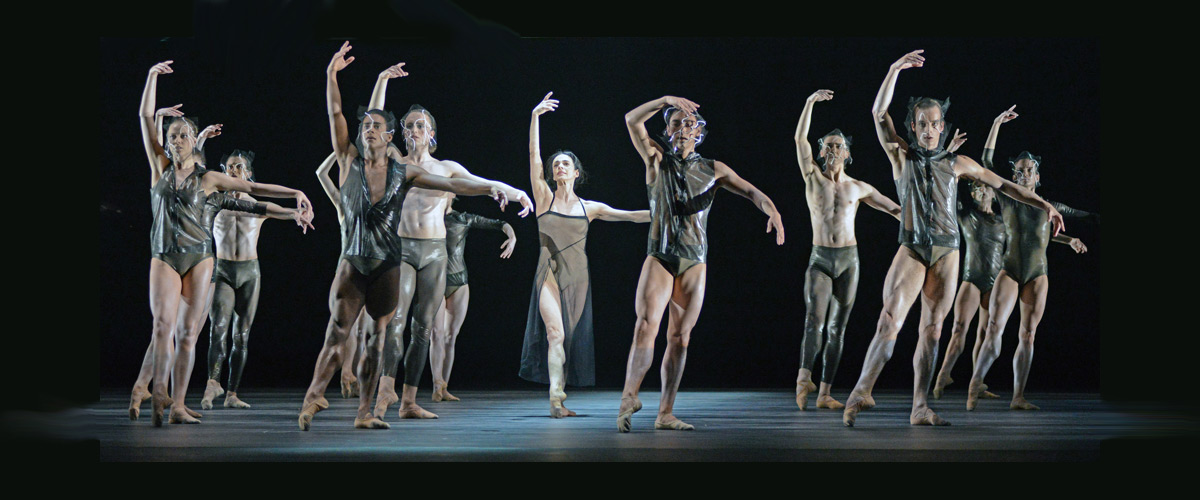 Alessandra Ferri and the company in the <I>Tuesday</I> section of <I>Woolf Works</I>.<br />© Dave Morgan, courtesy the Royal Opera House. (Click image for larger version)