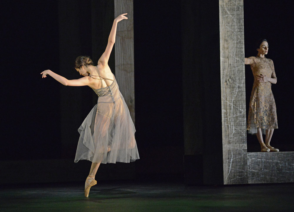Beatriz Stix-Brunell and Alessandra Ferri in the I Now, I Then section of Woolf Works.© Dave Morgan, courtesy the Royal Opera House. (Click image for larger version)