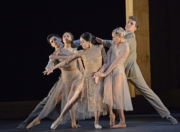 Federico Bonelli, Beatriz Stix-Brunell, Alessandra Ferri, Francesca Hayward and Gary Avis in the <I>I Now, I Then</I> section of <I>Woolf Works</I>.<br />© Dave Morgan, courtesy the Royal Opera House. (Click image for larger version)