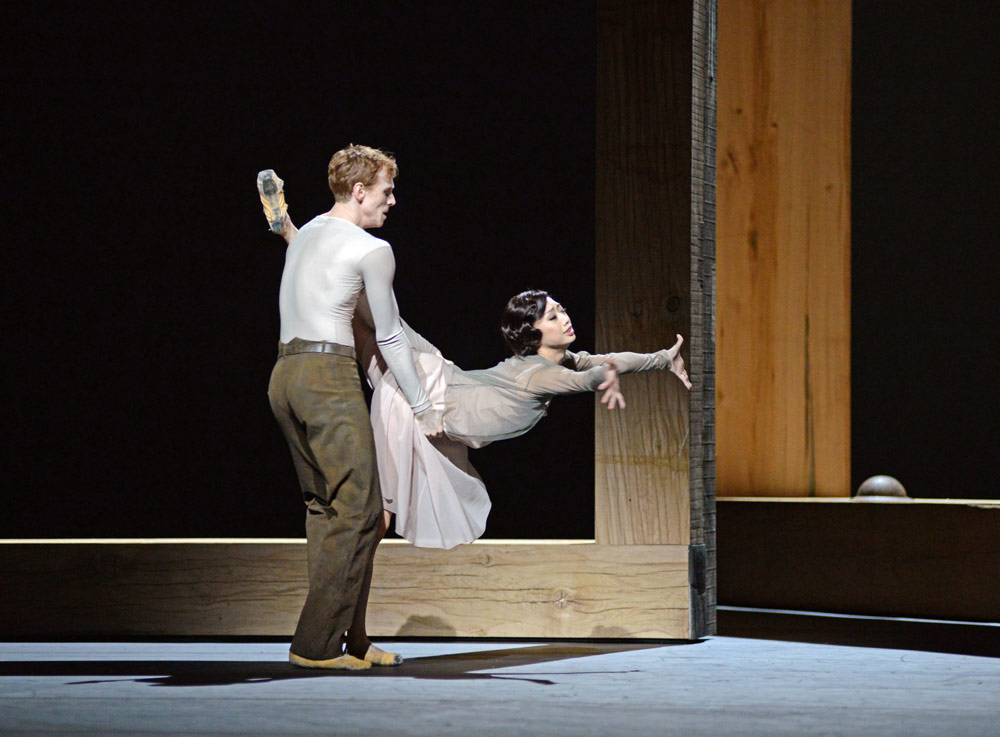 Edward Watson and Akane Takada in the I Now, I Then section of Woolf Works.© Dave Morgan, courtesy the Royal Opera House. (Click image for larger version)