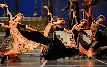 San Francisco Ballet in Tomasson's Romeo & Juliet.© Erik Tomasson. (Click image for larger version)