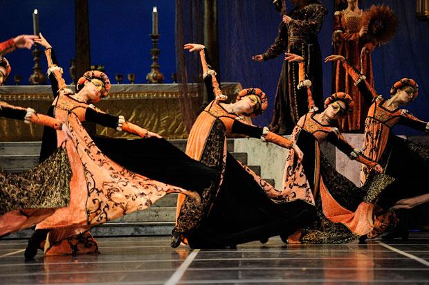 San Francisco Ballet in Tomasson's <I>Romeo & Juliet</I>.<br />© Erik Tomasson. (Click image for larger version)