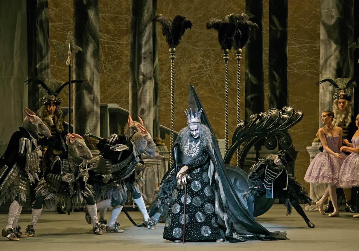 Craig Salstein as Carabosse in Alexei Ratmansky's The Sleeping Beauty.© Gene Schiavone. (Click image for larger version)