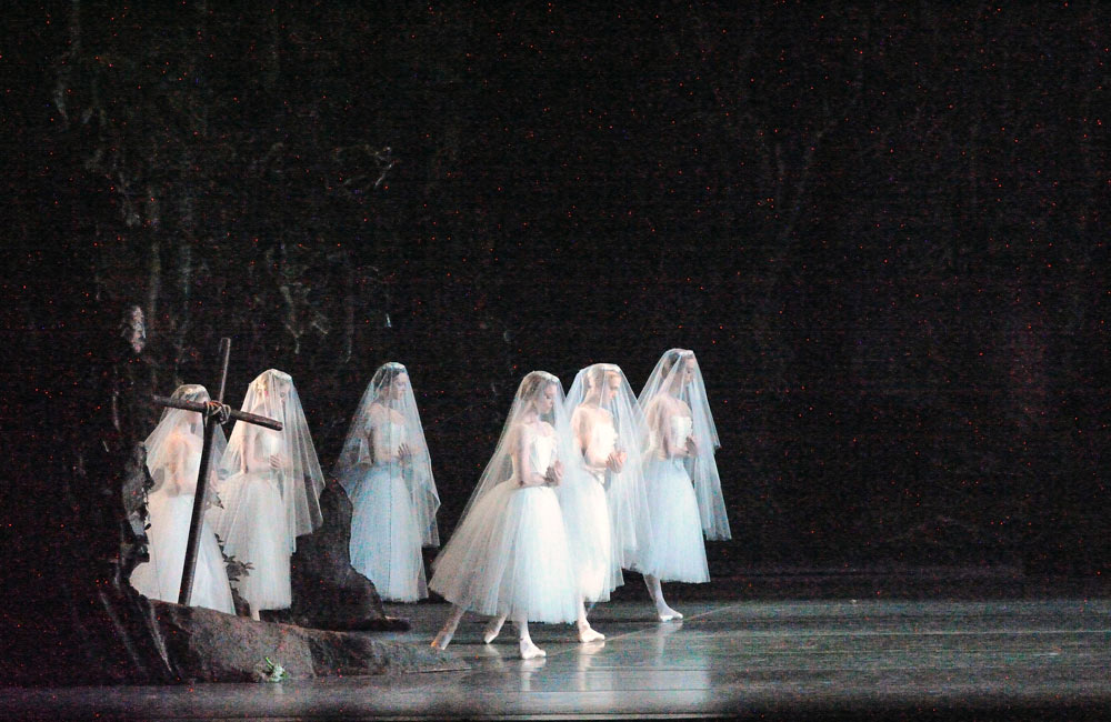 American Ballet Theatre in Giselle.© Gene Schiavone. (Click image for larger version)