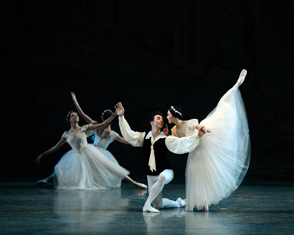 Hee Seo and Thomas Forster in Les Sylphides.© Gene Schiavone. (Click image for larger version)