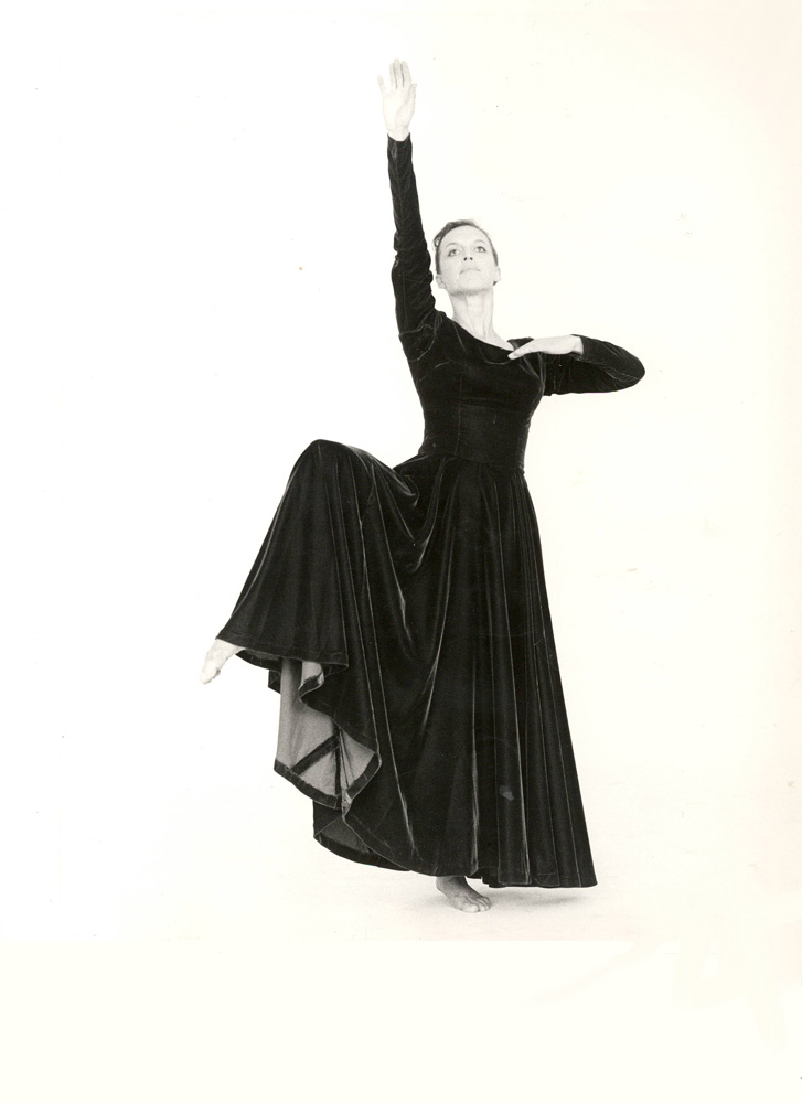 Elizabeth Dalman in <I>Serendity</I>, Australian Dance Theatre 1967.<br />© Jan Dalman. (Click image for larger version)