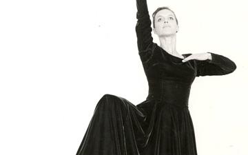 Elizabeth Dalman in Serendity, Australian Dance Theatre 1967.© Jan Dalman. (Click image for larger version)