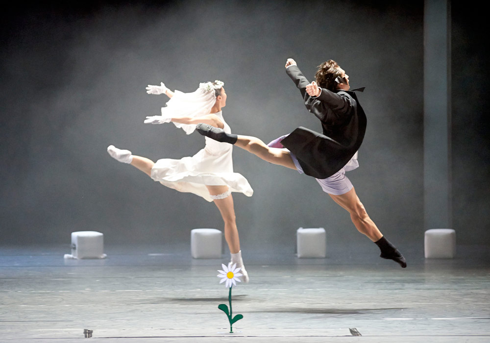 Vienna State Ballet in Natalia Horecna's Contra Clockwise Witness.© Michael Poehn / Wiener Staatsoper. (Click image for larger version)