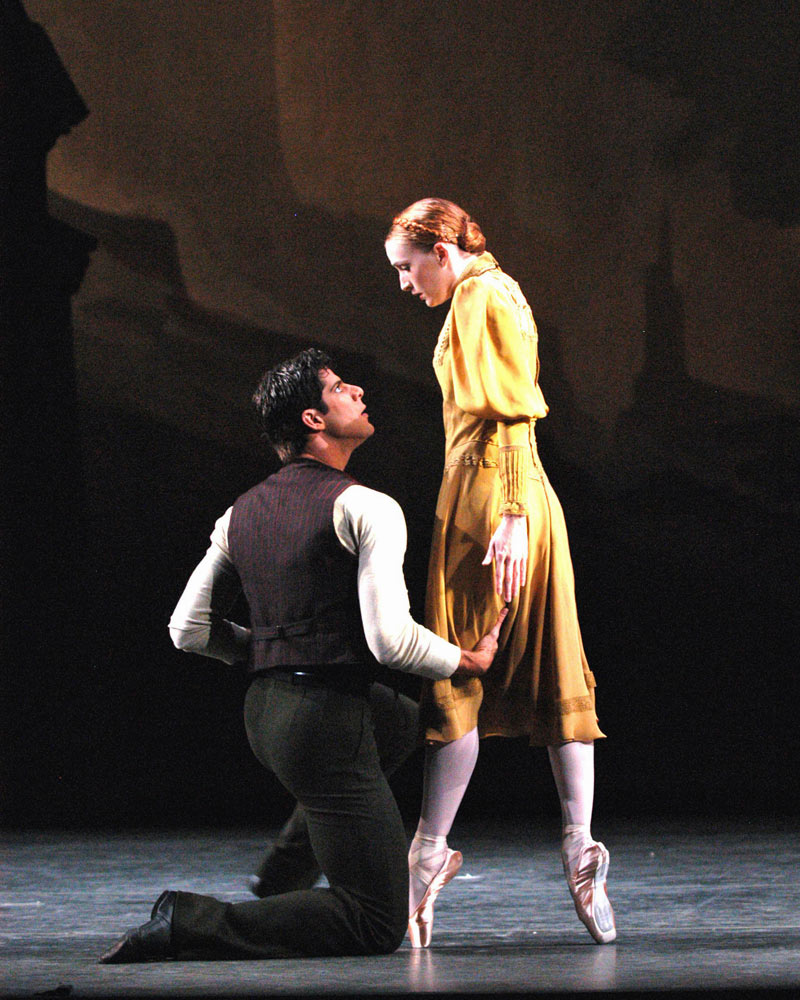 Gillian Murphy and Marcelo Gomes in Pillar of Fire.© Marty Sohl. (Click image for larger version)