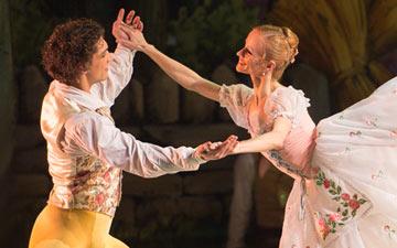 Anna Kuligina and Ivan Vasiliev in La Fille mal gardée.© Nikolai Krusser. (Click image for larger version)