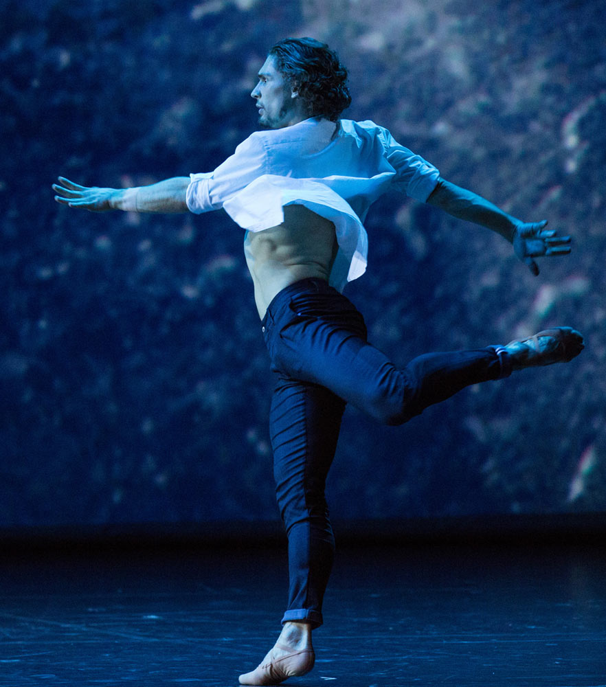 Ivan Vasiliev in his own Underwood.© Stas Levshin. (Click image for larger version