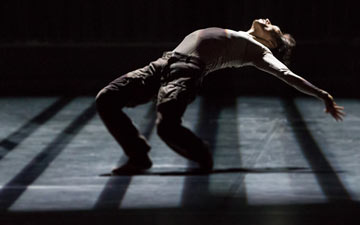 James Wilton Dance Company in Last Man Standing.© Werner Kmetitsch. (Click image for larger version)