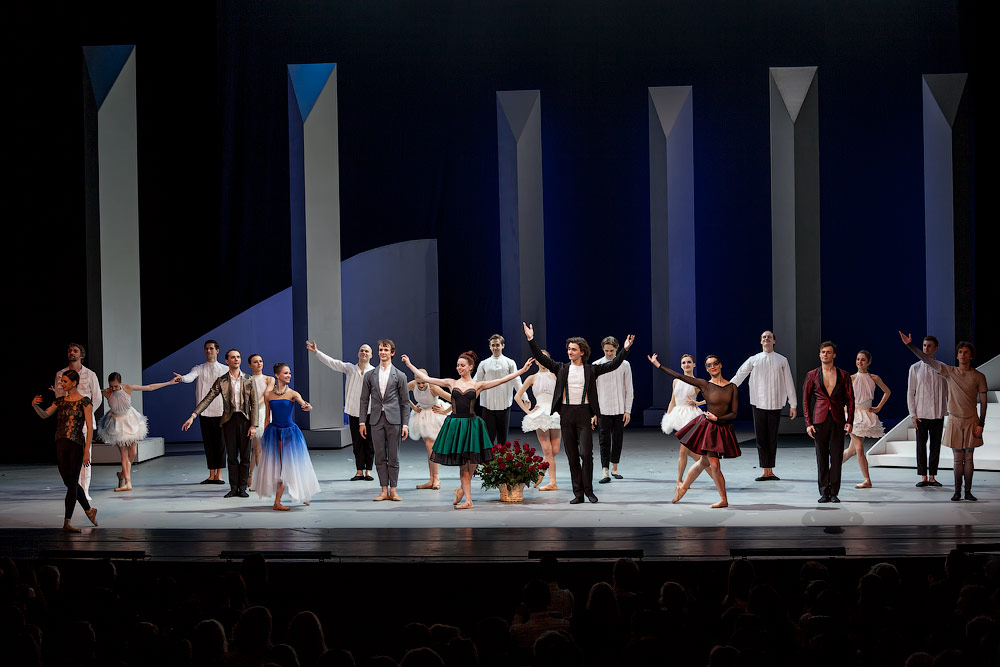Curtain call for Jean-Christophe Maillot's Taming of the Shrew.© Yurshin Evgeny. (Click image for larger version)