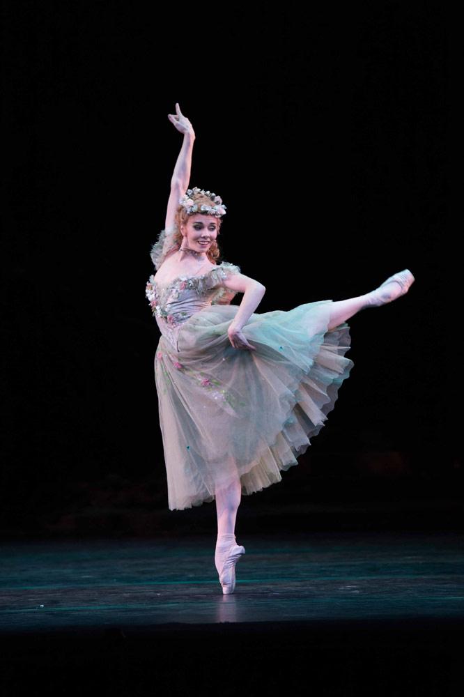 Natalia Osipova in <I>The Dream</I>.<br />© 2014 Royal Opera House / Bill Cooper.  (Click image for larger version)