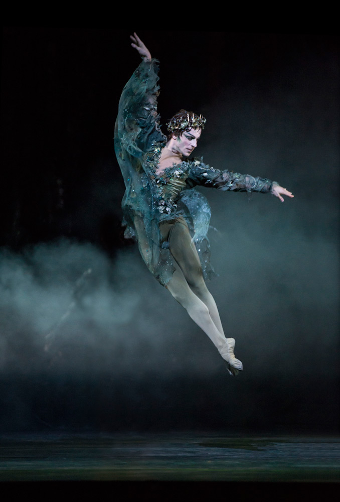 Steven McRae in The Dream.© Bill Cooper, ROH. (Click image for larger version)