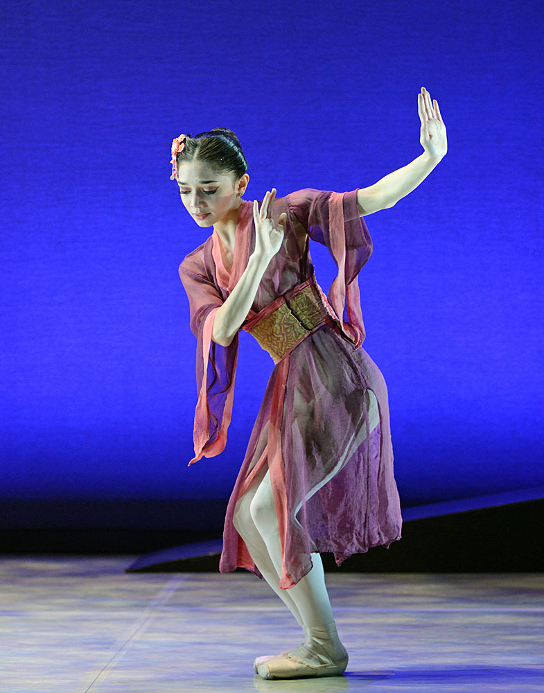 Rachael Gillespie in Madame Butterfly.© Dave Morgan. (Click image for larger version)