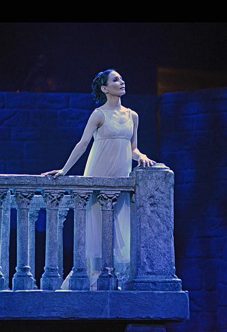 Tamara Rojo in <I>Romeo and Juliet</I>.<br />© Dave Morgan. (Click image for larger version)