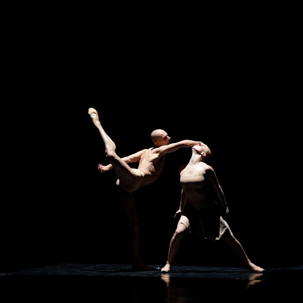 Carlos Martin Perez and Margarita Simonova in <I>Moving Rooms</I>.<br />© Ewa Krasucka. (Click image for larger version)