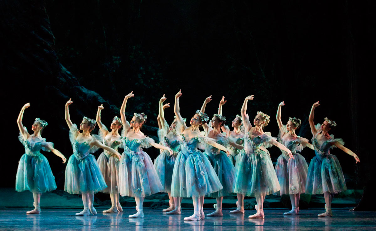 The Royal Ballet in The Dream.© Johan Persson, ROH. (Click image for larger version)