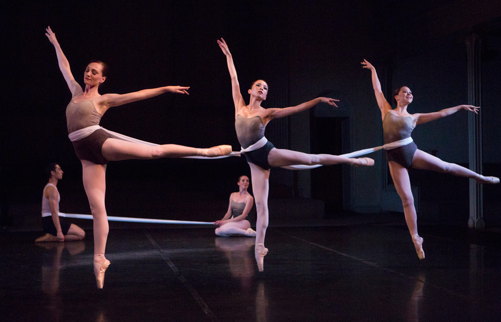New York Theatre Ballet in Gemma Bond's Cat's Cradle.© Yi-Chun Wu. (Click image for larger version)