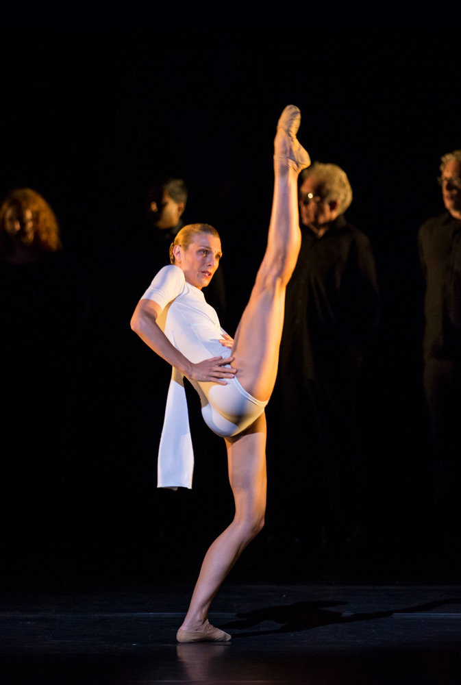 Zenaida Yanowsky in Edwaard Liang's Sight Unseen.© Bill Cooper, ROH. (Click image for larger version)
