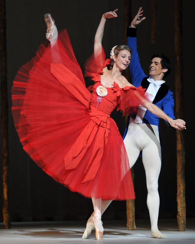 Zenaida Yanowsky and Federico Bonelli in Ashton's Marguerite and Armand.© Dave Morgan, courtesy the Royal Opera House. (Click image for larger version)