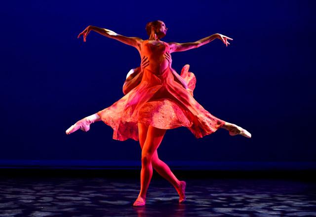 Katie Gibson and Giovanni Ravelo in Welch's <I>Orange</I>.<br />© Eduardo Patino.