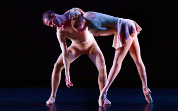 Brent Whitney and Katie Gibson in Forsythe's Slingerland Duet.© Eduardo Patino.