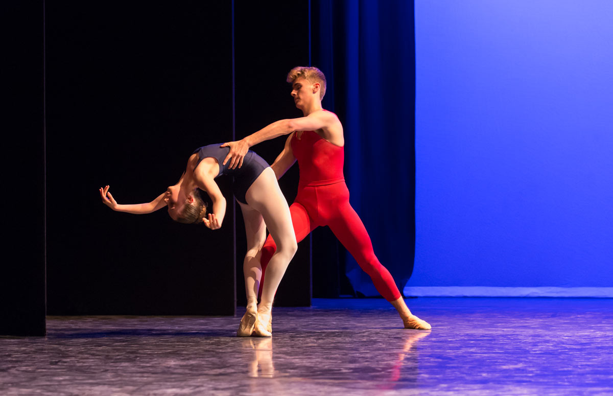 Royal Ballet School in Liam Scarlett's Third Movement.© Johan Persson. (Click image for larger version)