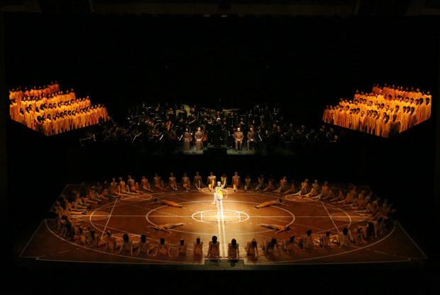 Bejart Ballet Lausanne & The Tokyo Ballet in <I>The Ninth Symphony</I>.<br />© Kiyonori Hasegawa. (Click image for larger version)