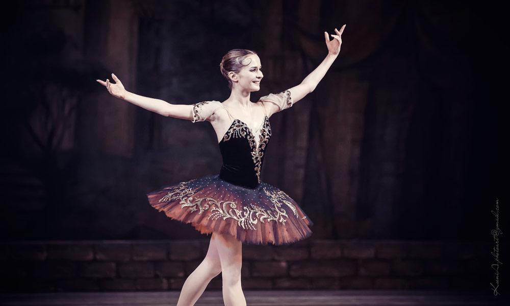 Kateryna Khaniukova - Don Quixote curtain calls.© Ksenia Orlova. (Click image for larger version)