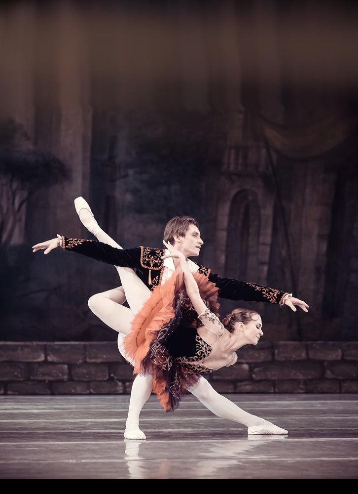 Kateryna Khaniukova and Viktor Ishchuk in Don Quixote.© Ksenia Orlova. (Click image for larger version)