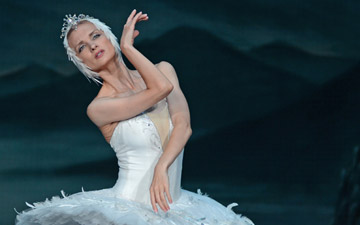 Irina Kolesnikova in Swan Lake.© Dave Morgan. (Click image for larger version)
